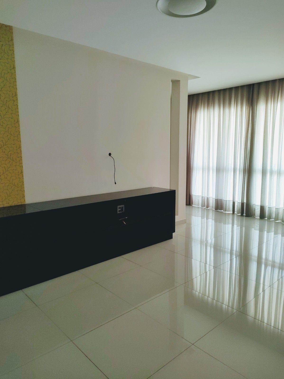 Apartamento à venda- Jaca