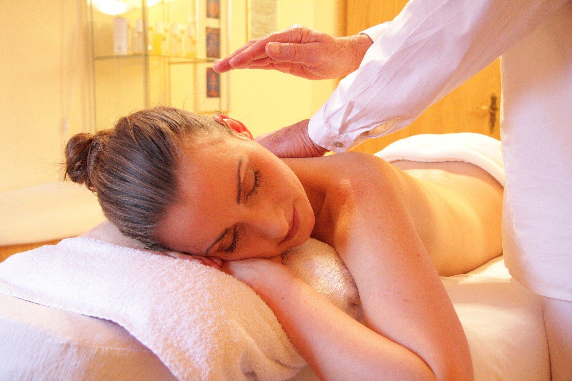 emprego massagista mulher